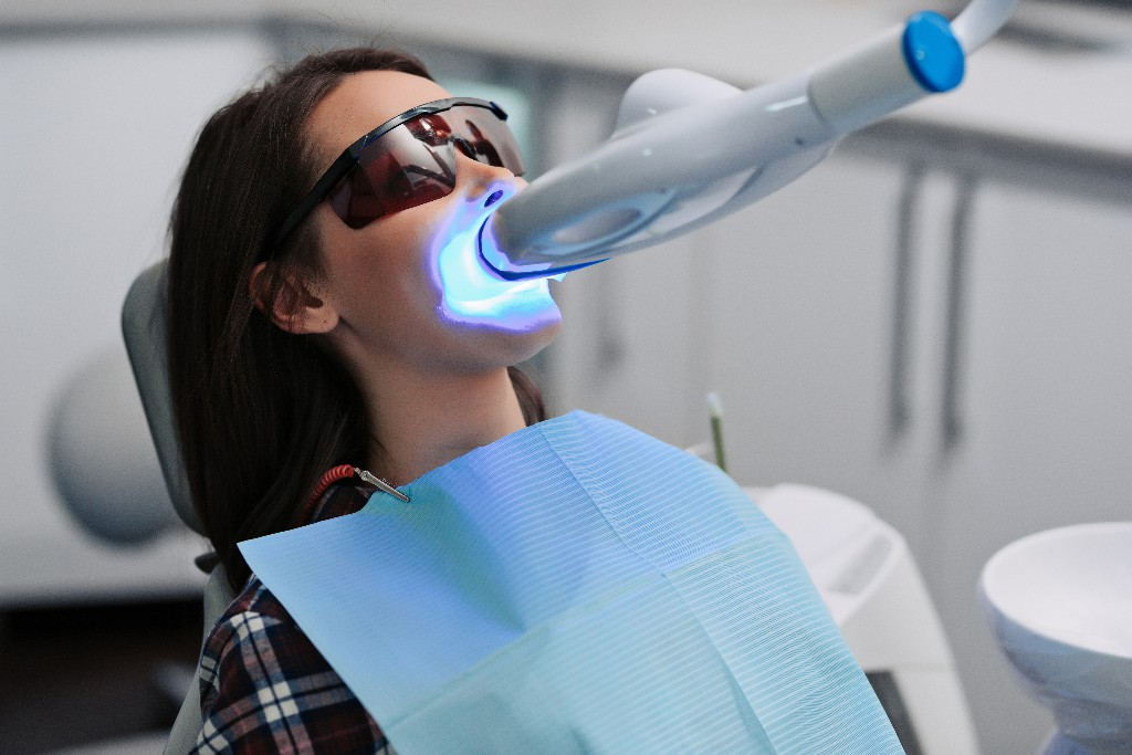 6 Tips To Minimize Teeth Sensitivity After Teeth Whitening
